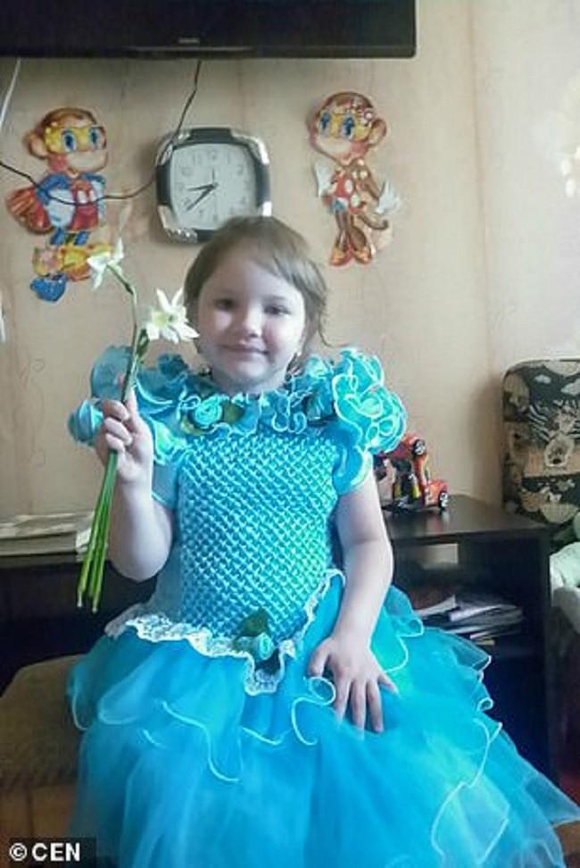 Cô bé Vika 8 tuổi.