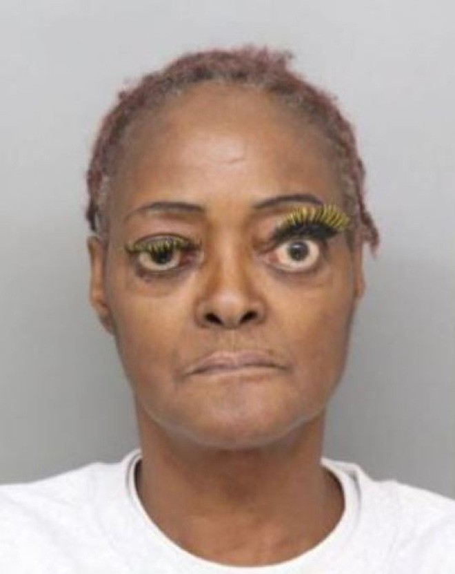 Vừa bị bắt vì tội hành hung, nữ phạm nhân đã gây bão MXH Mỹ vì đôi mắt kỳ quặc hiếm có - Ảnh 4.