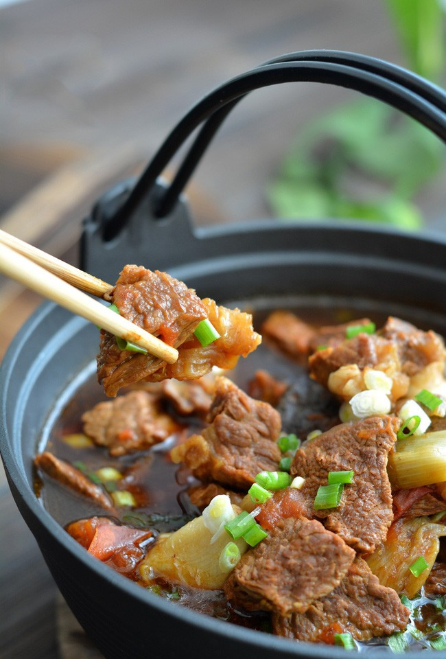 Trời chuyển lạnh vào bếp nấu món canh thịt bò ngon đậm đà thơm nức mũi - Ảnh 7.
