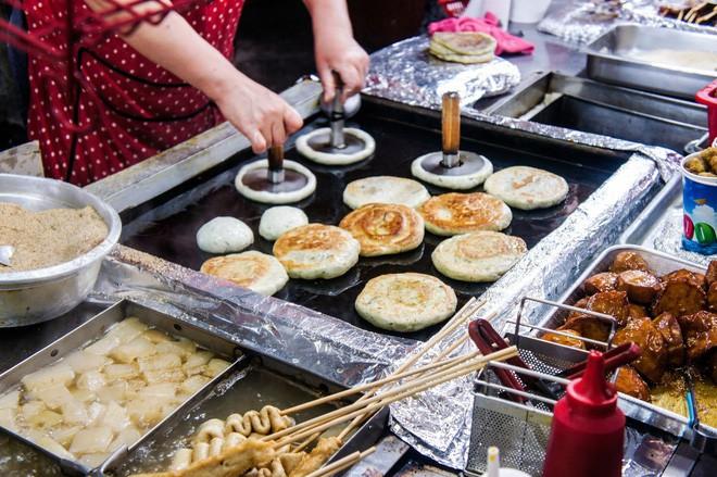 Đi Hàn Quốc mùa này chẳng lo chết rét vì đã có loạt món ngon đường phố ấm nóng để sưởi ấm - Ảnh 2.