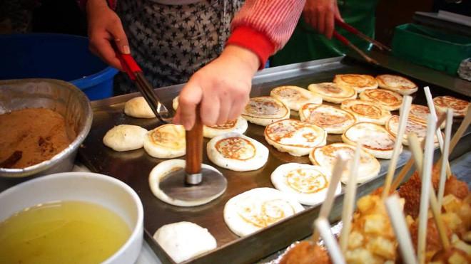 Đi Hàn Quốc mùa này chẳng lo chết rét vì đã có loạt món ngon đường phố ấm nóng để sưởi ấm - Ảnh 4.