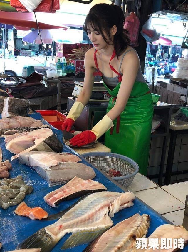 Ra chợ phụ mẹ bán hàng, cô gái xinh đẹp bỗng trở thành hiện tượng MXH với danh hiệu hotgirl mổ cá - Ảnh 5.