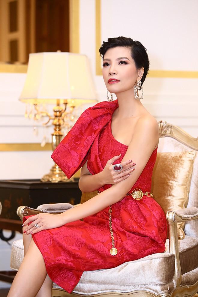 Lần hiếm hoi siêu mẫu Vũ Cẩm Nhung khoe ông xã doanh nhân - Ảnh 10.
