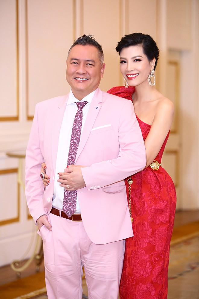 Lần hiếm hoi siêu mẫu Vũ Cẩm Nhung khoe ông xã doanh nhân - Ảnh 3.