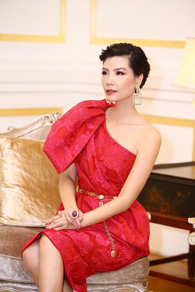 Lần hiếm hoi siêu mẫu Vũ Cẩm Nhung khoe ông xã doanh nhân - Ảnh 5.
