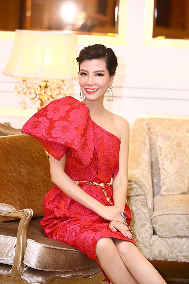 Lần hiếm hoi siêu mẫu Vũ Cẩm Nhung khoe ông xã doanh nhân - Ảnh 6.
