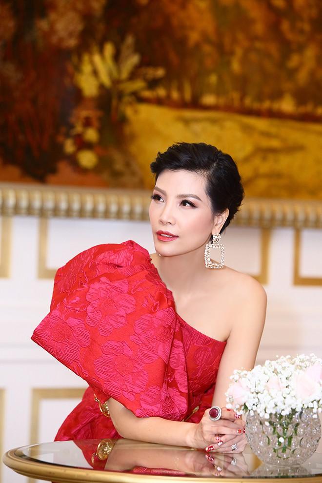 Lần hiếm hoi siêu mẫu Vũ Cẩm Nhung khoe ông xã doanh nhân - Ảnh 9.