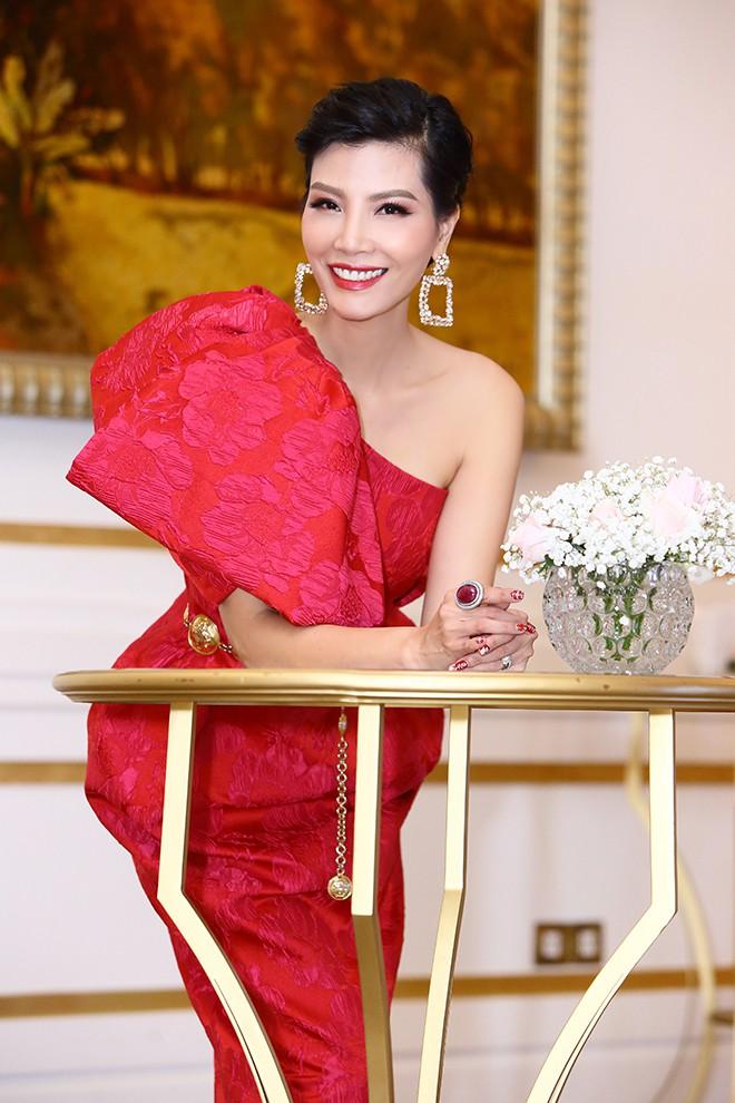 Lần hiếm hoi siêu mẫu Vũ Cẩm Nhung khoe ông xã doanh nhân - Ảnh 12.