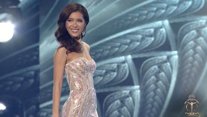 Clip: Minh Tú nhận cúp riêng từ Missosology, bật khóc xin lỗi khán giả Việt Nam sau đêm chung kết Hoa hậu Siêu quốc gia - Ảnh 2.