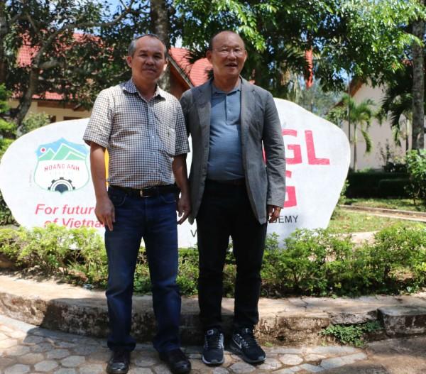 Bóng đá Việt Nam vượt Thái Lan qua lăng kính bầu Đức - Ảnh 2.
