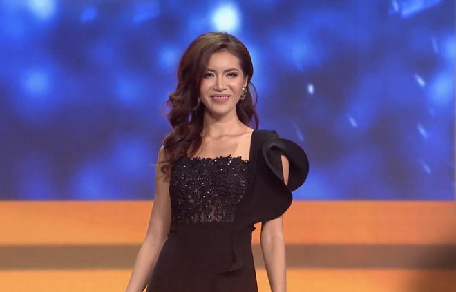 Clip: Minh Tú nhận cúp riêng từ Missosology, bật khóc xin lỗi khán giả Việt Nam sau đêm chung kết Hoa hậu Siêu quốc gia - Ảnh 4.