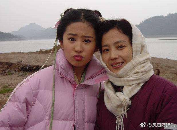 Nhan sắc lão hoá ngược của mẹ Lưu Diệc Phi: U60 mà vẫn đẹp khó tin, khiến netizen tranh nhau nhận làm mẹ vợ - Ảnh 6.