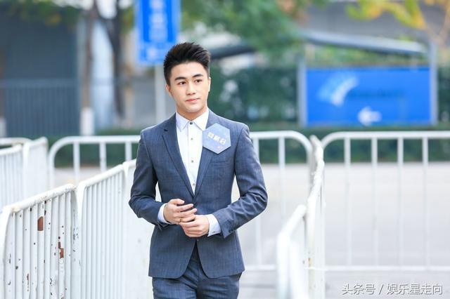 Con trai vua sòng bạc Macau: Soái ca, yêu siêu mẫu, đánh bại 100 thiên tài toán học Trung Quốc - Ảnh 1.