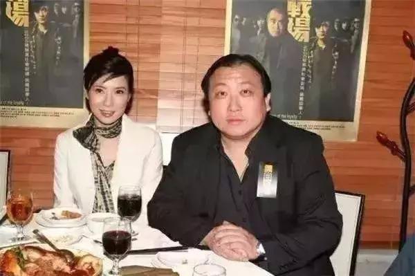 Nữ hoàng cảnh nóng nổi tiếng Hong Kong: Sự nghiệp tiêu tan, cặp kè trai nghèo kém 7 tuổi - Ảnh 9.