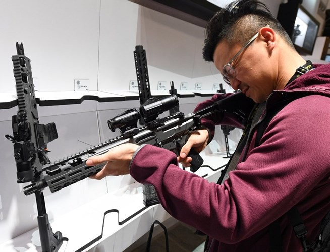 Những khẩu súng đáng sợ nhất tại triển lãm vũ khí SHOT - Ảnh 11.
