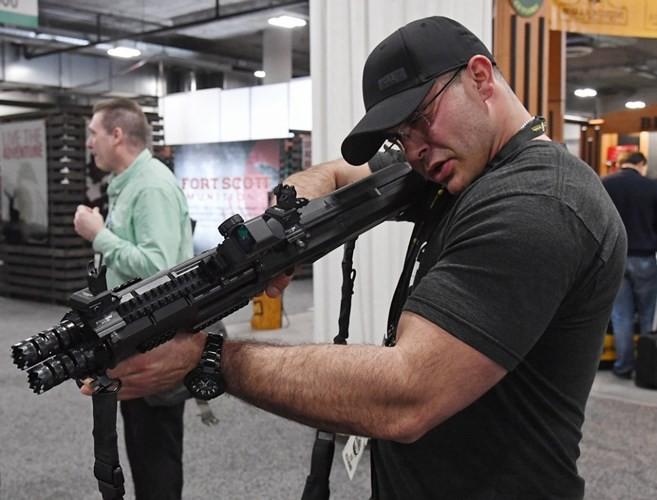 Những khẩu súng đáng sợ nhất tại triển lãm vũ khí SHOT - Ảnh 9.
