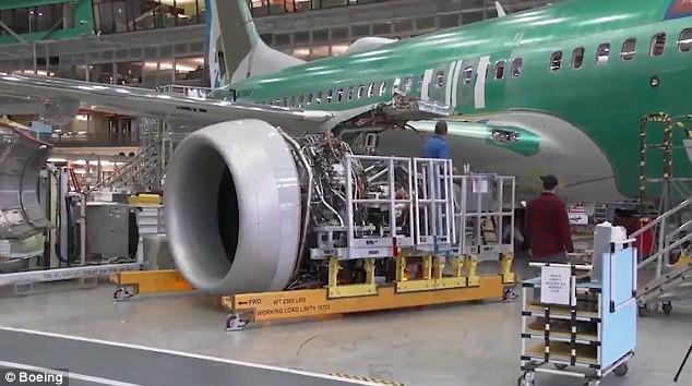 Chưa tới 1 phút, bạn sẽ biết chiếc Boeing mới nhất được sản xuất như thế nào! - Ảnh 7.