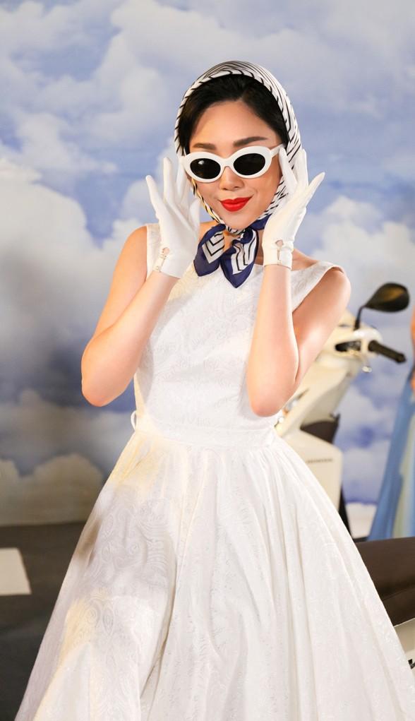 Tóc Tiên đầy lạ lẫm khi mặc đồ hiệu, hóa quý cô thập niên 60  - Ảnh 9.