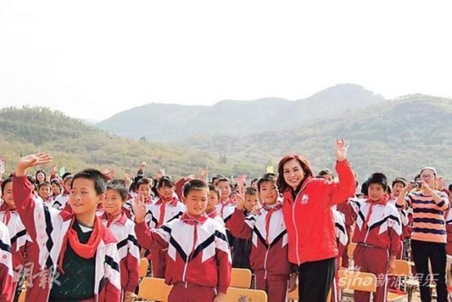 Cuộc sống giản dị, bình dân của Á hậu thành đạt, giàu có nhất Hong Kong  - Ảnh 2.