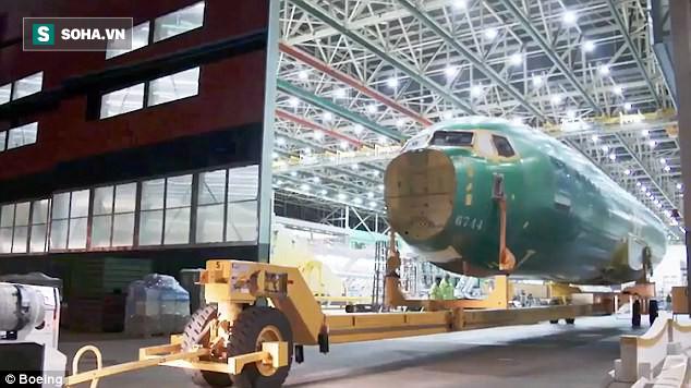 Chưa tới 1 phút, bạn sẽ biết chiếc Boeing mới nhất được sản xuất như thế nào! - Ảnh 3.