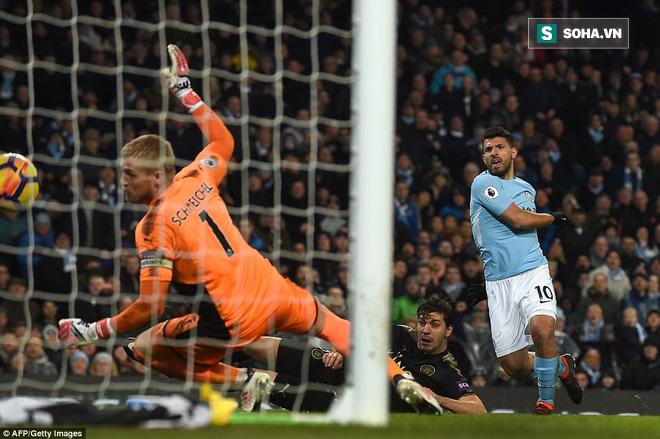 Man City hủy diệt đối thủ nhờ màn trình diễn siêu đẳng của Aguero - Ảnh 1.