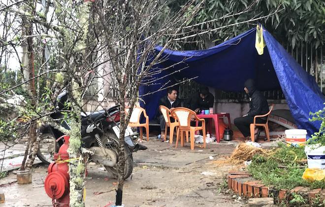 Dòng người đứng đường dầm mưa bán đào ngày cận Tết - Ảnh 15.