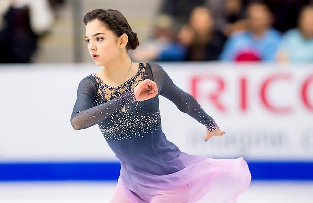 Bông hồng Nga Medvedeva phá kỷ lục thế giới ở Olympic mùa đông - Ảnh 1.