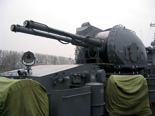 Pháo hạm Nga AK-130 - kẻ hủy diệt tàu khu trục và UAV - Ảnh 1.