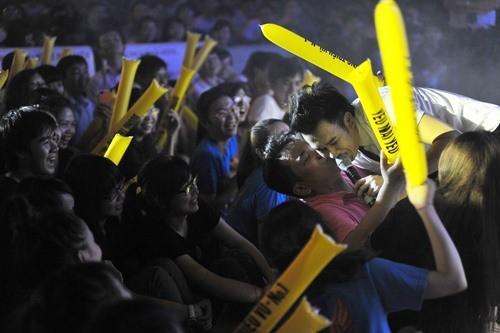 Dương Triệu Vũ có ý khởi kiện khi bị sàm sỡ vùng kín ngay trên sân khấu - Ảnh 4.