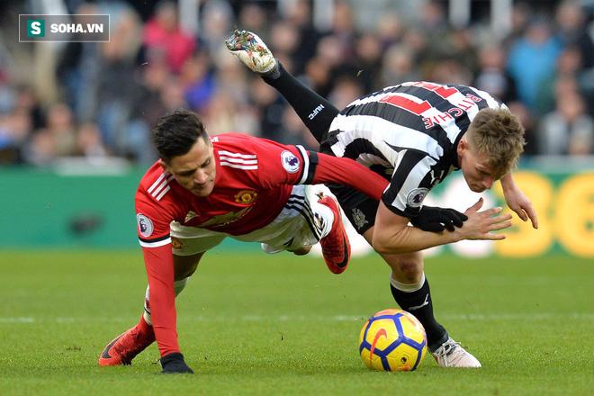Mối tình Man United - Sanchez: Lợi còn chưa thấy, mà răng sứt rồi! - Ảnh 2.
