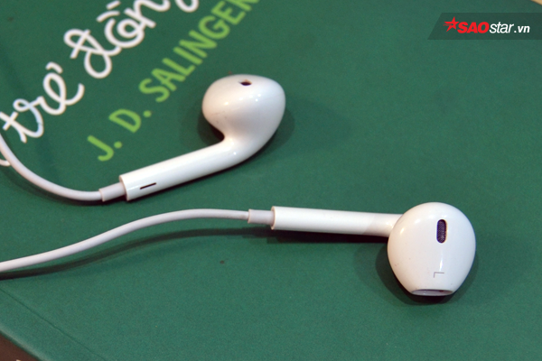 Tai nghe Apple lúc nào cũng có lỗ tròn nhỏ này nhưng chẳng mấy ai biết để làm gì - Ảnh 1.