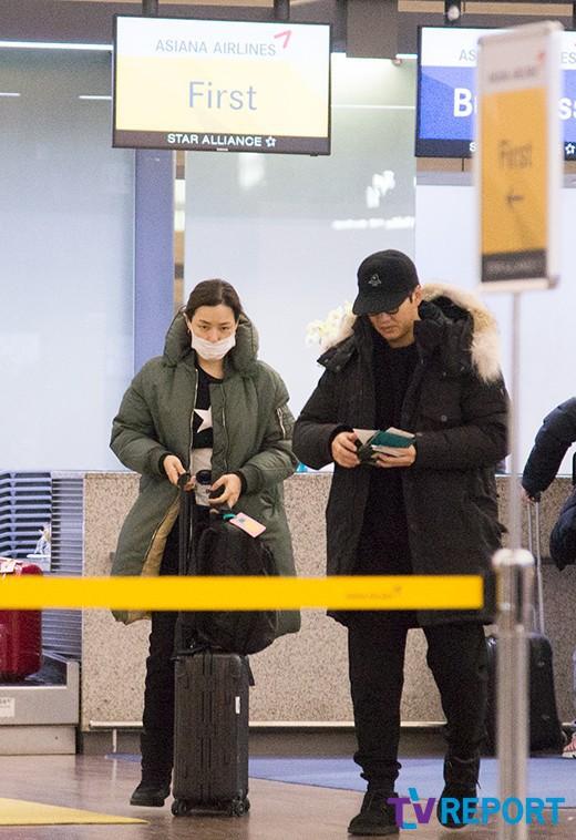 Hoa hậu Hàn đẹp nhất thế giới lần đầu xuất hiện bên bạn trai sau 6 năm, nhưng cô cuốn cái gì ở bụng thế kia? - Ảnh 1.