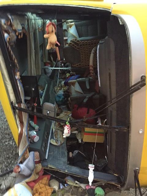 Chuyến xe chở khách về quê ăn Tết gặp tai nạn, 2 người tử vong tại chỗ - Ảnh 1.