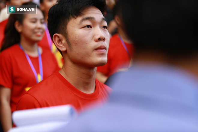 Xuân Trường kể xấu Văn Thanh, tiết lộ bí mật nhỏ sau màn ăn mừng ấn tượng của đồng đội - Ảnh 1.