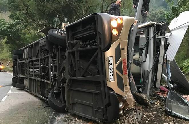 Hong Kong hủy bỏ bắn pháo hoa chào mừng năm mới, dành tiền hỗ trợ gia đình nạn nhân vụ tai nạn xe buýt thảm khốc - Ảnh 1.