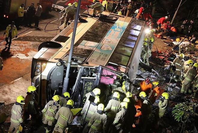 Hong Kong hủy bỏ bắn pháo hoa chào mừng năm mới, dành tiền hỗ trợ gia đình nạn nhân vụ tai nạn xe buýt thảm khốc - Ảnh 2.