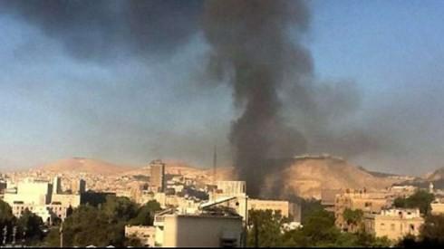 Tấn công căn cứ quân sự Iran và Syria, Israel muốn gửi thông điệp gì? - Ảnh 1.