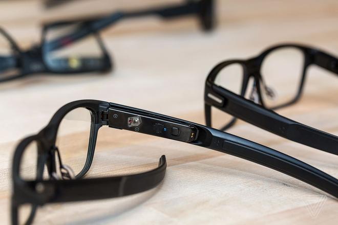 Video trải nghiệm kính thông minh Vaunt của Intel: Khi những chiếc Smart Glass không còn cồng kềnh chút nào nữa - Ảnh 1.