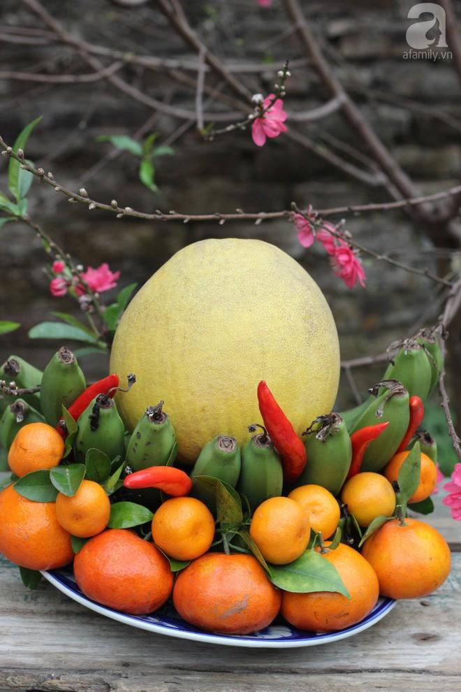 Cách chọn trái cây và bày mâm ngũ quả đơn giản nhất mà đẹp để mang may mắn cả năm - Ảnh 1.