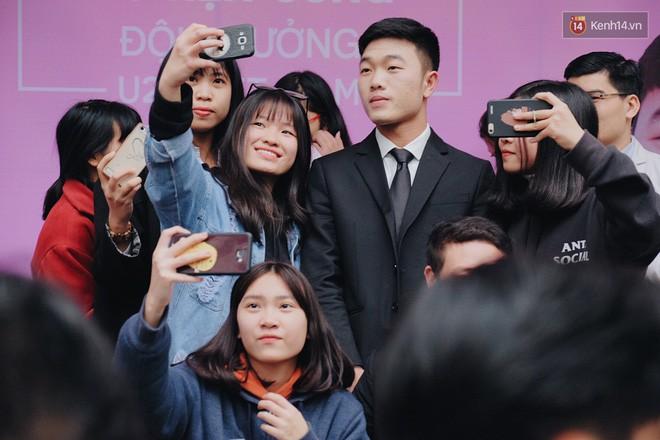 Fan Xuân Trường khóc thét: Ai nỡ dặm phấn trắng bệch hại cực phẩm của U23 thế này? - Ảnh 2.
