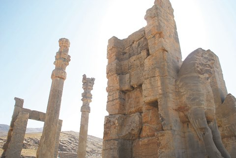 Đắm chìm trong những kiến trúc cổ tại Iran - Ảnh 1.