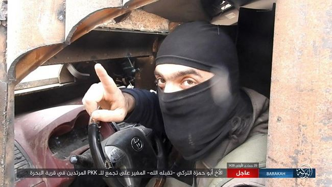 IS tấn công bằng xe bom tự sát, người Kurd thiệt hại nặng nề ở Deir Ezzor - Ảnh 1.