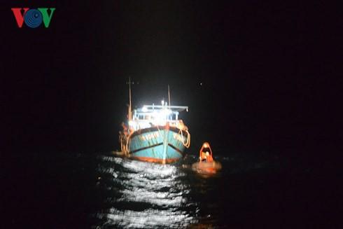 Tết của những người ngày đêm vượt sóng biển cứu người - Ảnh 2.