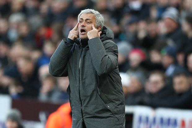 Pogba đang mắc kẹt ở M.U vì sự bảo thủ của Mourinho - Ảnh 2.