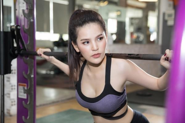 """'Đốt mắt' với bộ ảnh phòng gym nóng bỏng của 'Thánh nữ Mì Gõ"""" Trang Phi - Ảnh 8."""