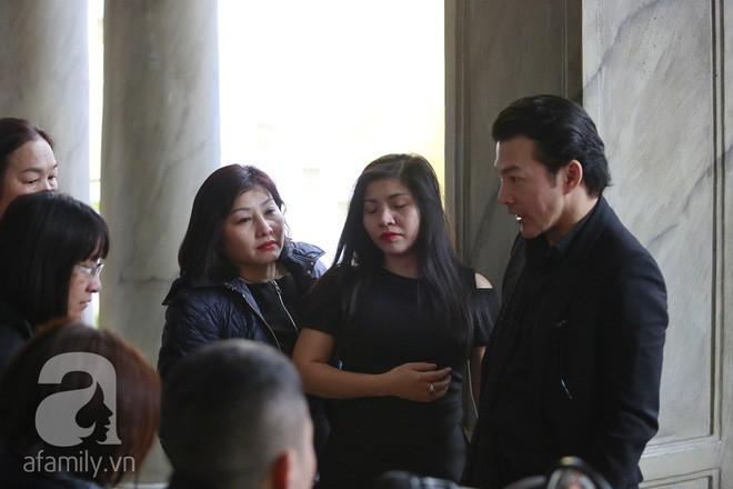 Trần Bảo Sơn đến viếng đám tang của bố vợ cũ  - Ảnh 2.