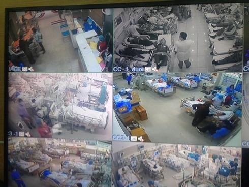 Cận Tết, Bệnh viện Bạch Mai vỡ trận, bác sĩ kiệt sức vì cấp cứu - Ảnh 1.