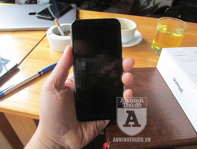 Vụ nữ học viên y tế lừa đảo, đánh tráo iPhone ở cổng viện: Chiếc iPhone giả giống thật cỡ nào? - Ảnh 12.