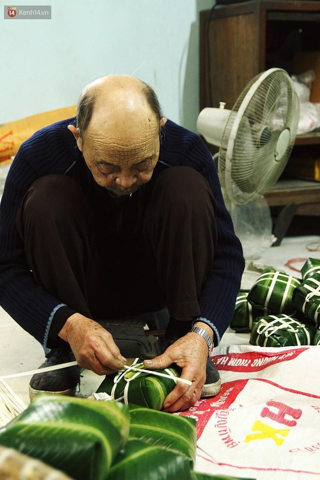 Chùm ảnh: Làng bánh chưng Tranh Khúc tất bật những ngày giáp Tết truyền thống - Ảnh 14.