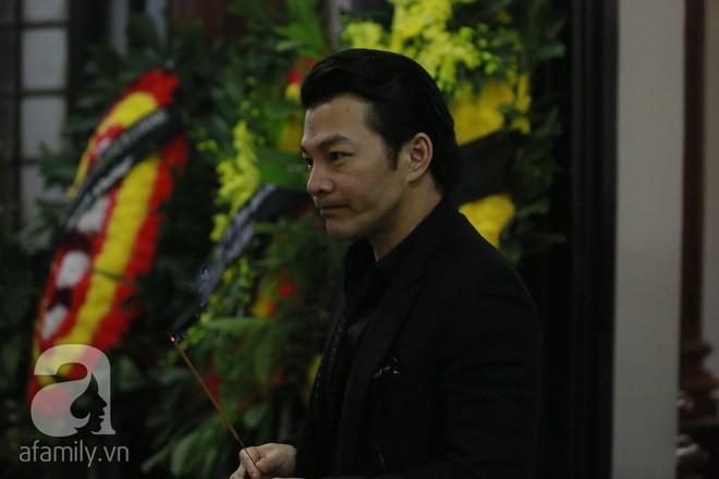 Trần Bảo Sơn đến viếng đám tang của bố vợ cũ  - Ảnh 3.